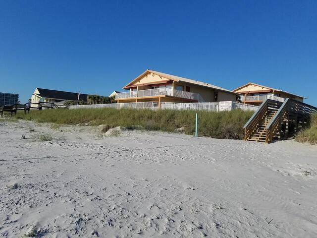 CHARMING RENOVATED 1 BR with direct beach access A
