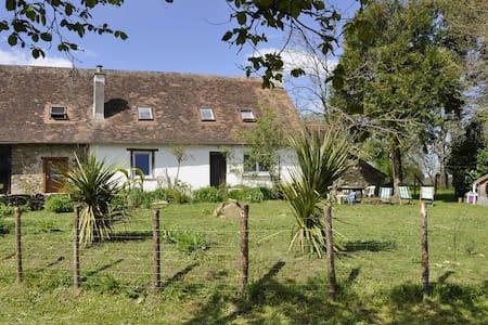 Maison de campagne familiale - Jumilhac-le-Grand - Casa