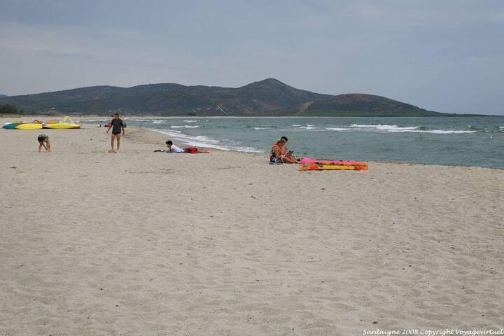 Spiaggia San Giovanni di Posada a poche centinaia di metri dalla residenza.