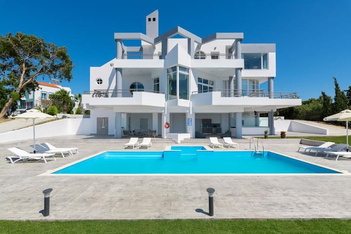 Beautiful Villa with Pool in Monte Smith Area