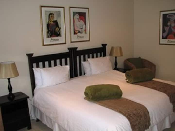 Luxurious Room at 4 Star Venue - White Oak
