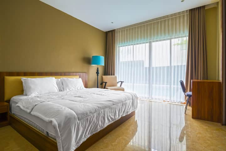 101 Room with pool access 10 min walk to BCS Mall