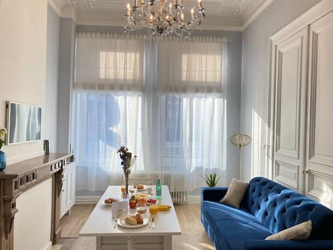 Romantic apartment in trendy hotspot. +Breakfast