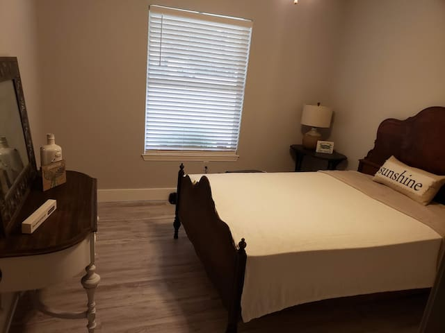 1 private bedroom, fully furnished, for rent.