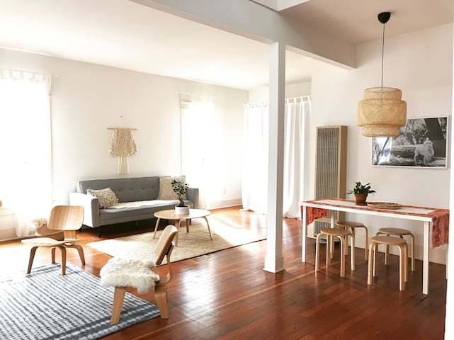 1BR Sunny Relaxing Apartment with Parking
