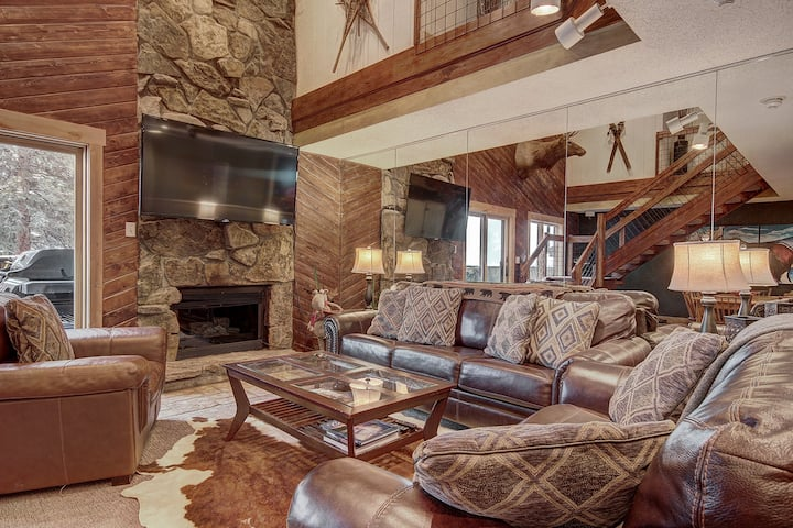 Perfect Dog Friendly Ski in/out Condo For Big Groups. CM416S