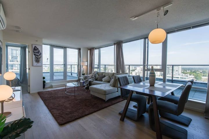 Luxury 2BR+2Bath Subpenthouse in Richmond centre