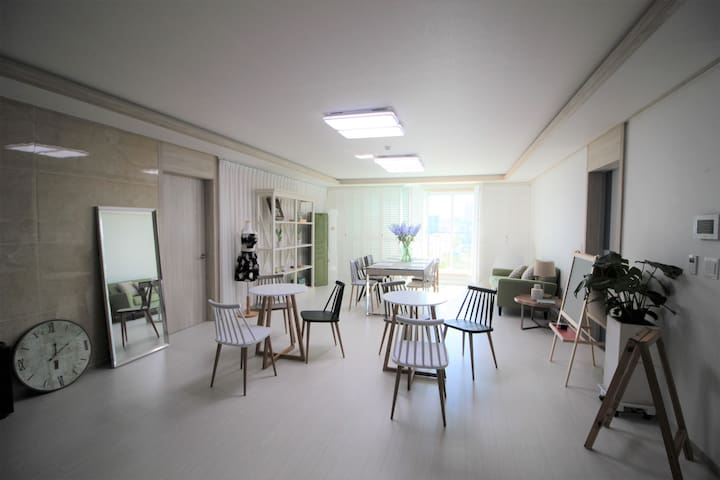 Atelier Guest House - twin room