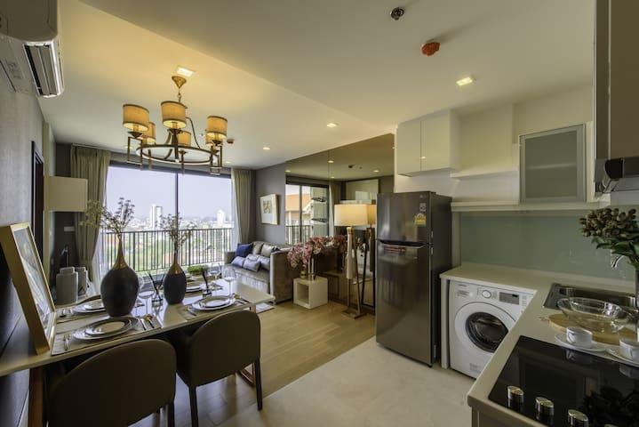 New luxury suite 58 sq.m. 2BR. Near Night Bazaar!