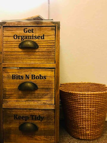 Bed table/organiser and bin basquet