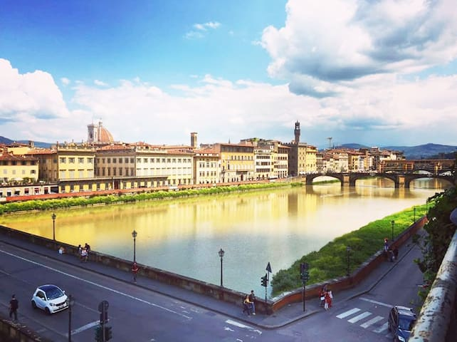 Valia Florence 2: Private Balcony-River Arno View