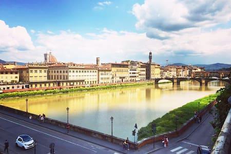 Valia Florence 2: Private Balcony-River Arno View