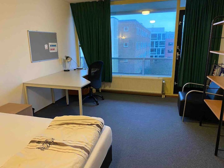 A perfect studio in Delft with free parking