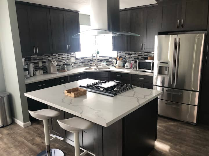 SIZZLING 2 bed 1 bath single family dwelling