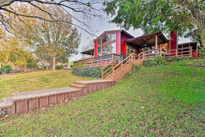 Guadalupe Riverfront Duplex w/ Deck & Private Dock