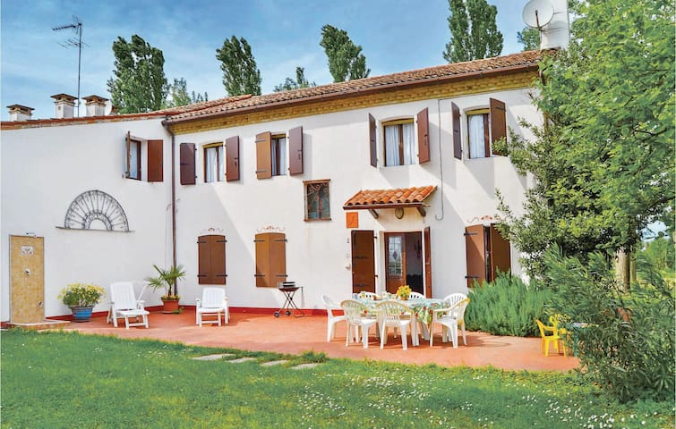 Holiday apartment with 4 bedrooms on 140 m² in Torre di Mosto VE