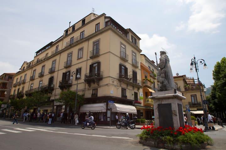 Piazza Tasso B&B RELAIS Apartment - Sorrento - Bed & Breakfast