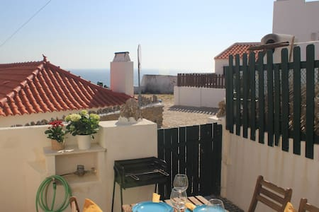 Azenhas do Mar Cottage with Patio & Ocean View