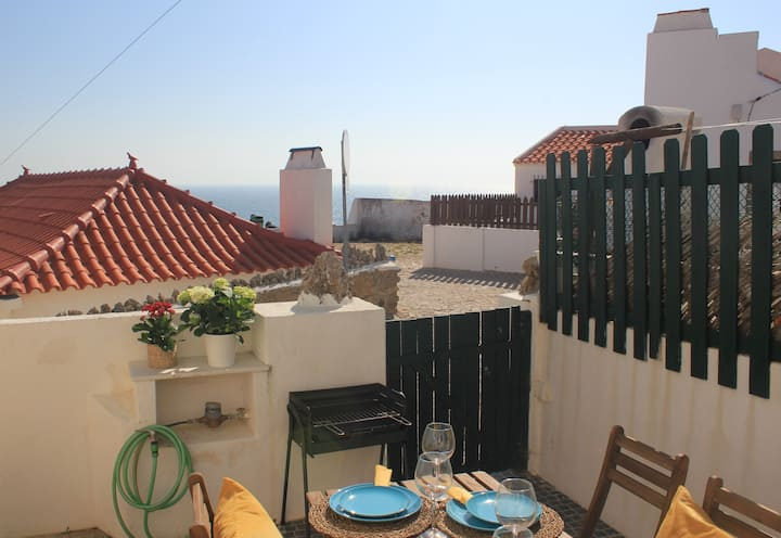 Azenhas do Mar Cottage with Patio by the Ocean