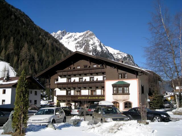 Ferienwohnung Liesele in Sankt Leonhard im Pitztal für 14 Personen