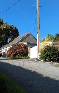 MAISONNETTE Bretonne sur GR34 - Lannilis - Haus