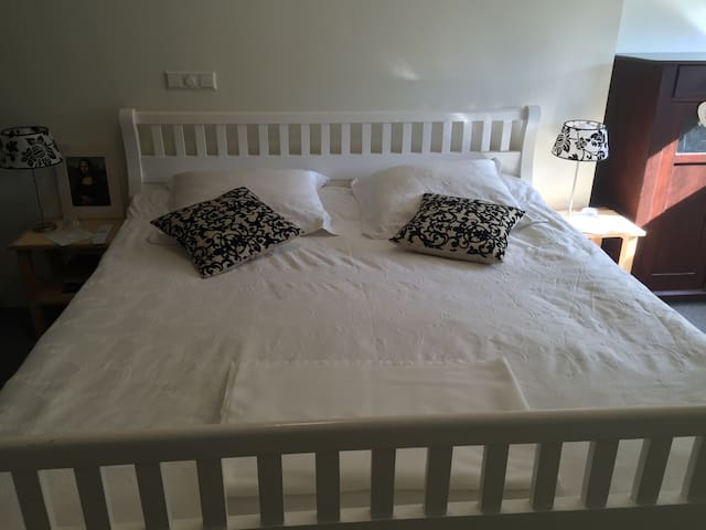 2Pers BEDROOM 20min. From AMSTERDAM