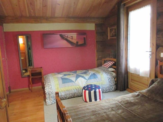 Maison en rondins de bois à la campagne girondine. - Belin-Béliet - Dağ Evi