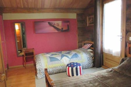 Maison en rondins de bois à la campagne girondine. - Belin-Béliet - Chalupa