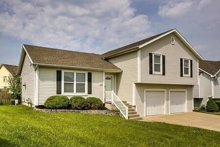 Platte City Home - Suburban comfort near MCI