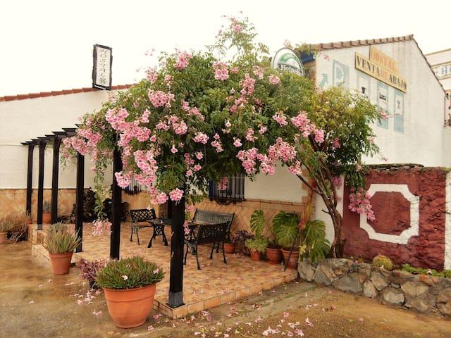 Habitación triple tranquila en la Sierra Andaluz - El Castillo de las Guardas