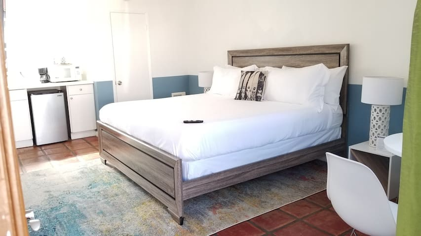 King Bed W/Wet Bar Hotel Room  *Beach Location *