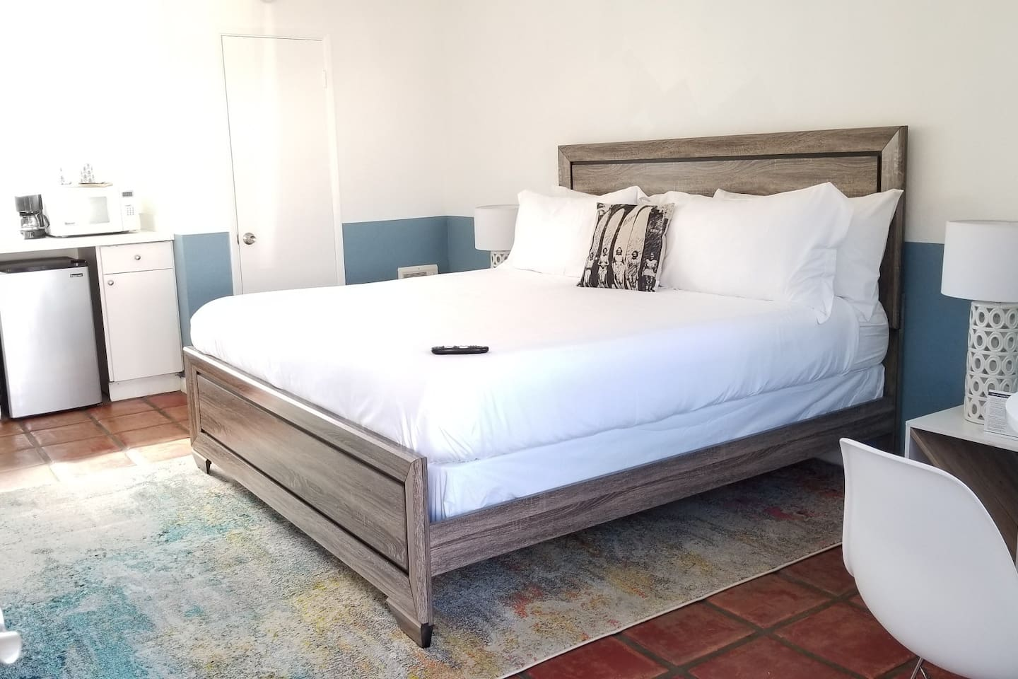 Huge King bed waiting for you!