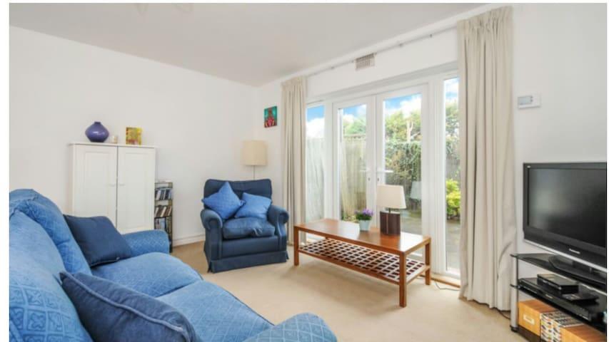 Spacious 1 bedroom in Wimbledon - London - Lejlighed