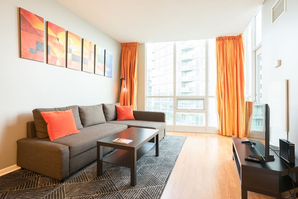 Private Luxury Downtown Toronto 1 Bedroom + Den, 1 Washroom Penthouse Condo suite.  Features stunning Waterfront, CN Tower, and City views!  A private parking spot in the building is complimentary with your stay!