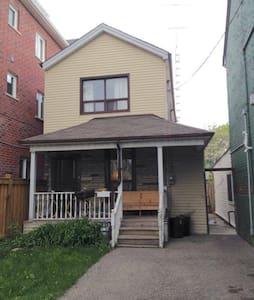 Bathurst and Dundas -3 Month Sublet (Jun 1-Aug31) - Toronto - House