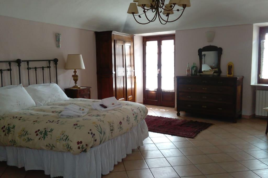 Camera Donna Valeria - letto e armadio