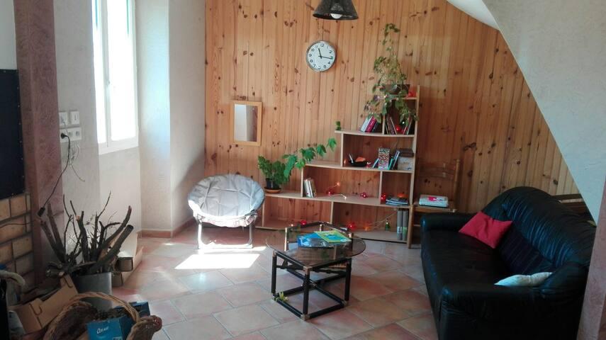 Chambre dans charmante maison de village