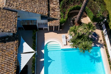 Villa Rebecca - White with pool and jacuzzi