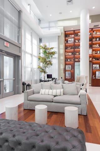 King Suite with Ocean Views/Beach service included - Miami Beach - Departamento