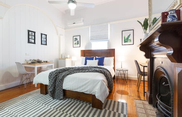 The Queen Suites @ 99 Kirkland Bed & Breakfast