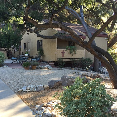Charming guesthouse close to Malibu - Calabasas - Ev