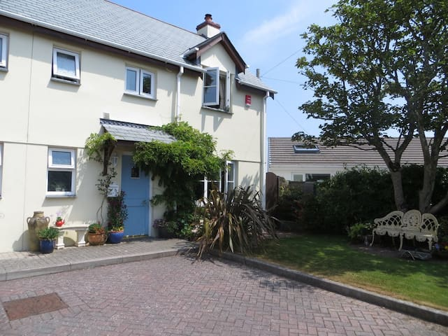 8 Atlantic Mews, Wheal Kitty, St Agnes