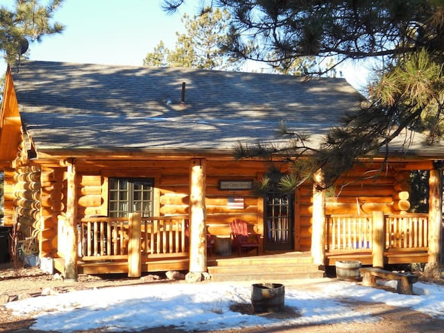 The Olive Branch Cabin - Florissant - Cabin