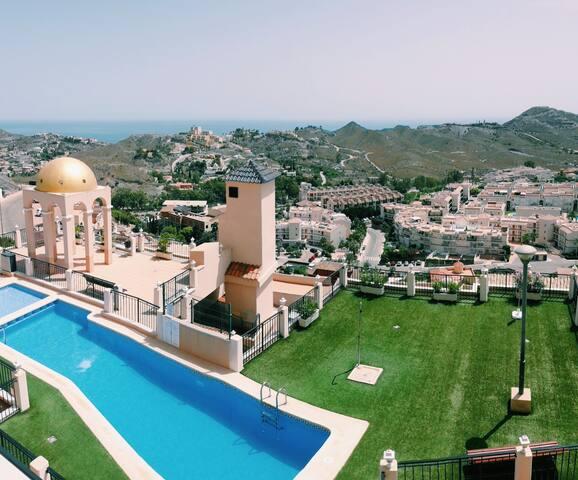 Apto. Duplex con piscina y vistas