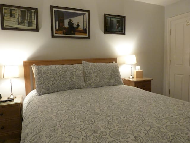 Superior Kingsize Bedroom with Private Shower-room