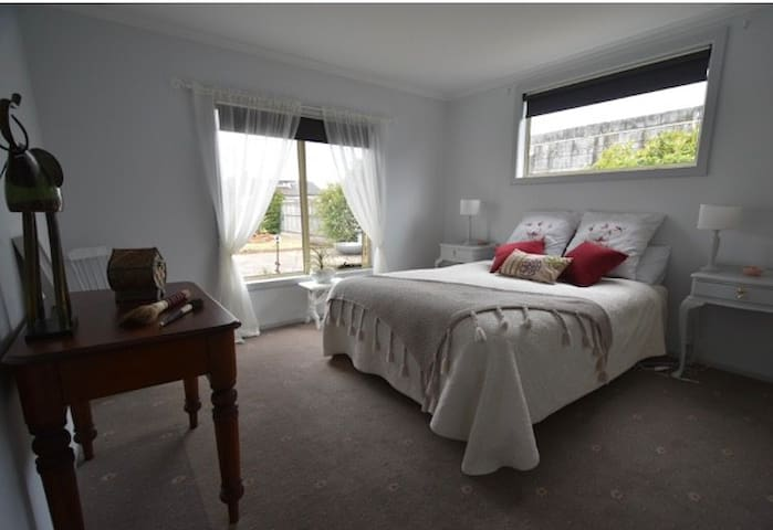 Guests' Bedroom