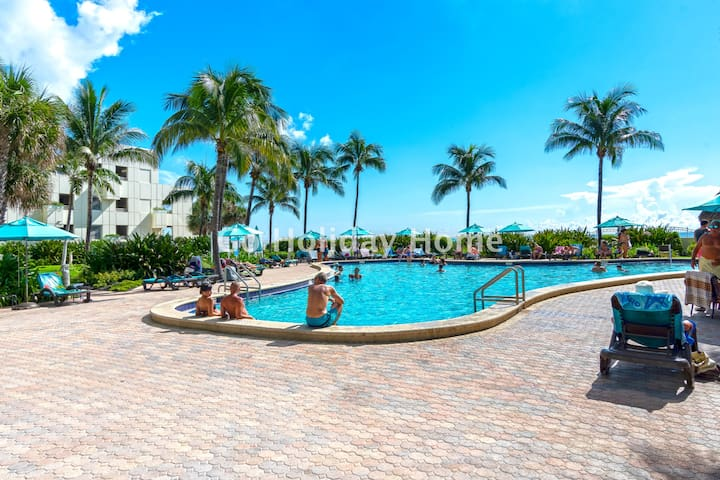 2B/2B Direct access to the beach, pool and parking