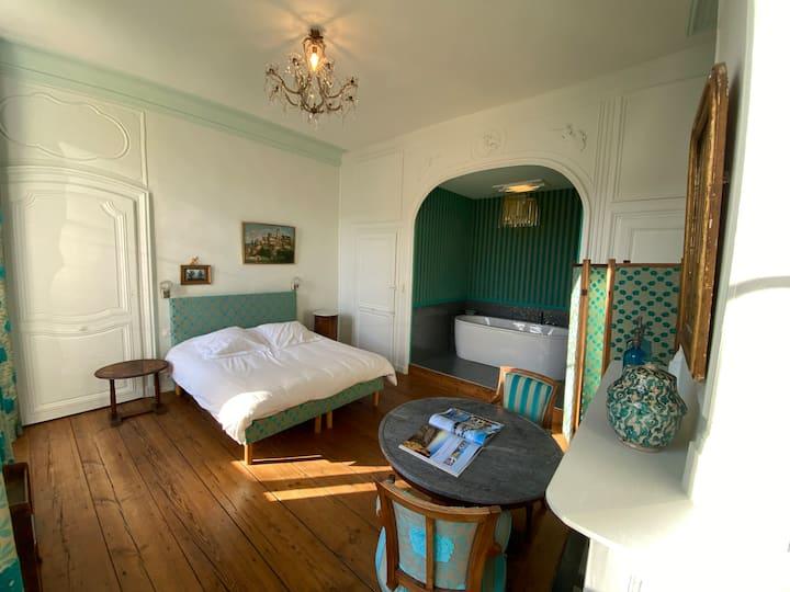 Belle chambre dans un hôtel particulier XVIIIème
