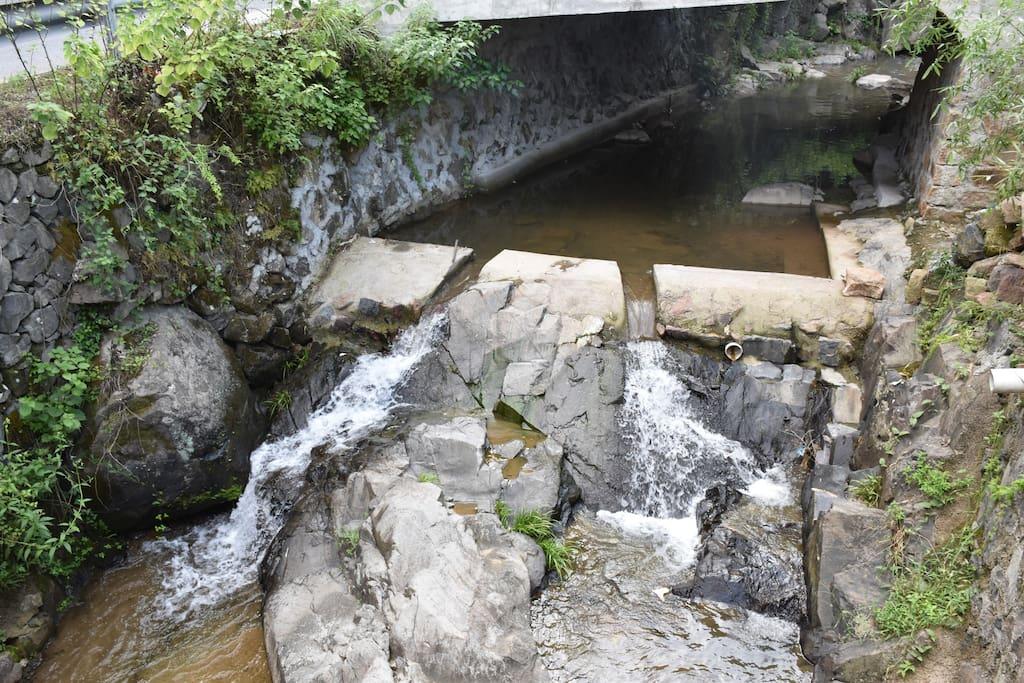 小溪,天然山泉