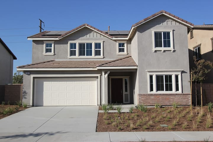 Newly built home! Prime location 4 beds 3 baths